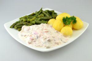 Herinsfilet in Sahnesauce mit Salzkartoffeln und grünen Bohnen