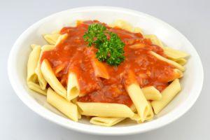 Makkaroni mit vegetarischer Sojabolognese