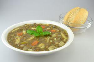 Schwäbischen Linseneintopf mit Spätzle und Gemüse